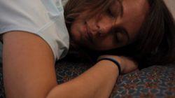 Cinq postures de yoga pour vous endormir malgré le changement