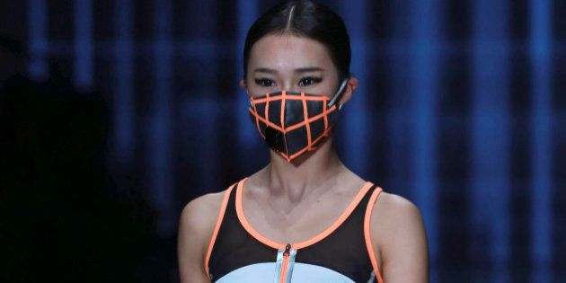 PHOTOS. La pollution en Chine inspire un défilé lors de la Fashion Week de