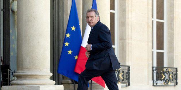 Présidentielle 2017: Bayrou envisage une quatrième candidature à l'Elysée même s'il soutient