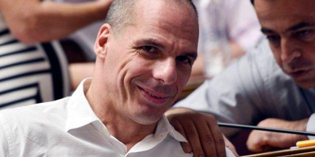 Grèce : Yanis Varoufakis publie sa version annotée et corrosive du nouvel accord avec la
