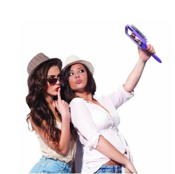 La brosse selfie : un nouvel accessoire dont on se serait bien