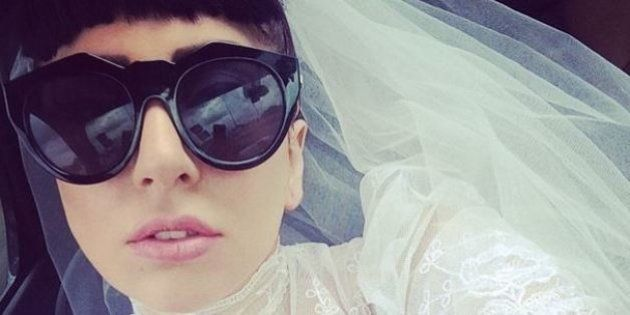 PHOTOS. Lady Gaga s'exhibe en robe de mariée sur
