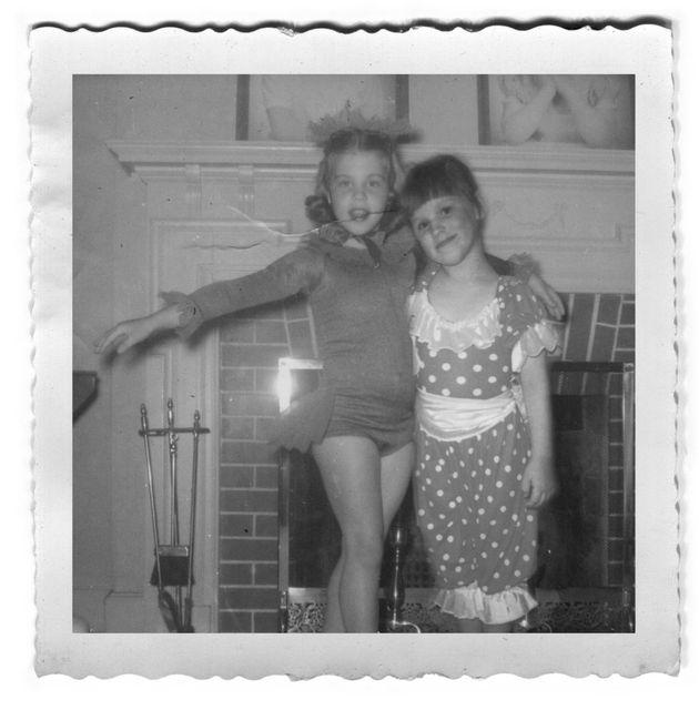 Grâce à Photoshop elle pose avec sa mère sur de vieilles