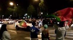 VIDÉO - Les Portugais envahissent les Champs-Elysées après leur