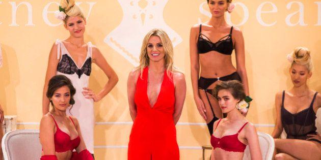 Zoe Saldana enceinte de jumeaux : Britney Spears vend la mèche lors de son défilé