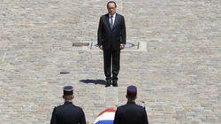 Hollande fait son autoportrait en rendant hommage à