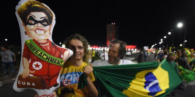 Dilma Rousseff, présidente la plus impopulaire de l'histoire du Brésil, risque la destitution pour de