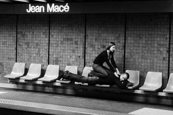 PHOTOS. Dans le métro de Lyon, un photographe s'amuse avec le nom des