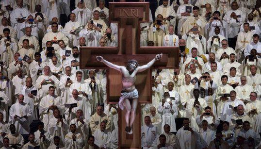 Les images impressionnantes de la messe géante du pape à