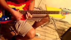 Il construit sa guitare en Lego (et le résultat est