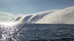 Le mur de brume impressionnant du lac