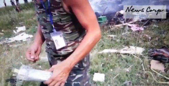Crash du MH17 de la Malaysia Airlines: une vidéo montre le pillage de l'épave de l'avion par des