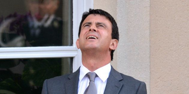 Manuel Valls promet une nouvelle baisse d'impôts, Matignon dément dans la