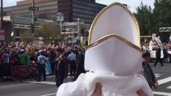 VIDÉO - Le Pape a rencontré son (mini)