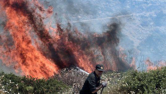 Les alentours d'Athènes ravagés par des incendies de