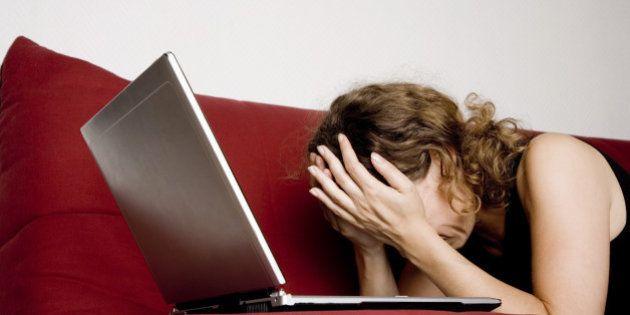 Facebook rend-il dépressif? Une étude établit un lien entre l'activité d'utilisatrices et leur sentiment...