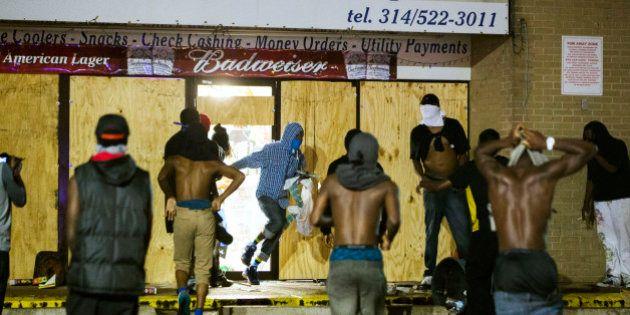 Meurtre d'un jeune Noir aux États-Unis: la tension remonte d'un cran à Ferguson, un couvre-feu