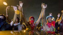 Ferguson: 200 manifestants refusent de se disperser, des gaz lacrymogènes