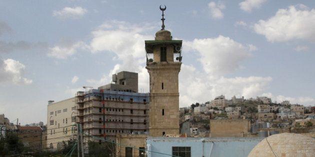 Israël-Palestine: une mosquée incendiée par des colons israéliens en