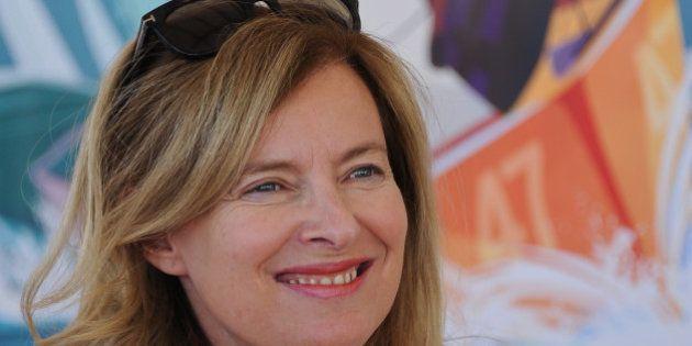 Valérie Trierweiler vole au secours de François Hollande sur la polémique du
