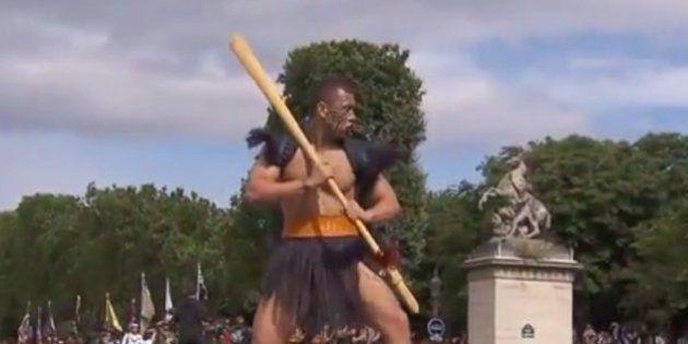 Les guerriers Maoris font forte impression au défilé du 14