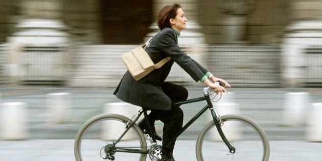 Aller au travail à vélo ou à pied rend plus heureux que de s'y rendre en