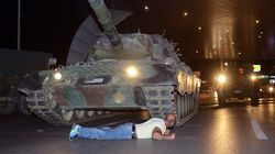 La photo qui symbolise la résistance des partisans d'Erdogan face au coup d'Etat raté en