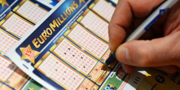Un gagnant Euro Millions promet de donner plus de 50 millions à des associations: d'autres cas de chanceux