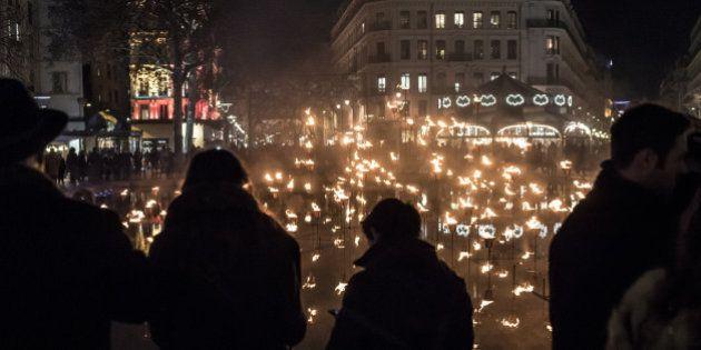 À la place de la Fête de Lumières, Lyon rend hommage aux victimes des attentats de