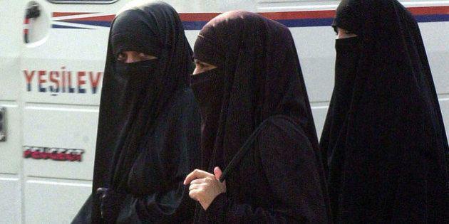 Voile intégral : Le chef du protocole de Bruxelles Jean-Marie Pire arrache le niqab d'une princesse