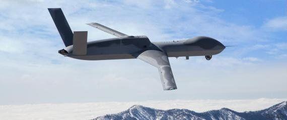 Un drone avec un canon laser dans deux