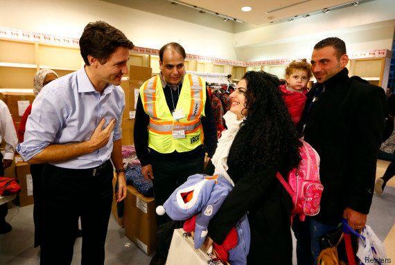 Le premier ministre du Canada, Justin Trudeau accueille des réfugiés syriens à l'aéroport