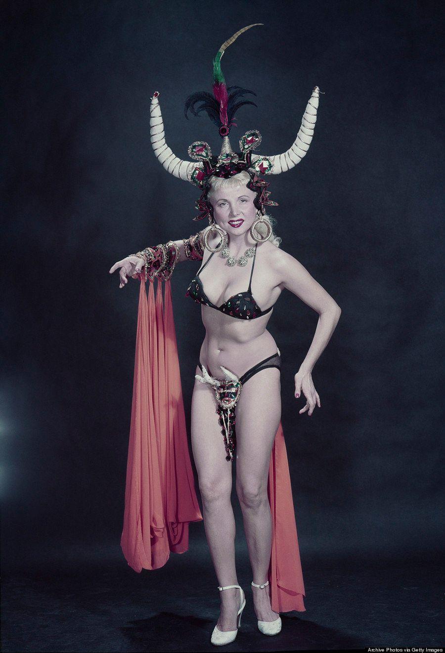 PHOTOS. Une série de fantastiques clichés sur le monde du burlesque dans les années