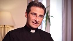 Le Vatican furieux après le coming out d'un prêtre haut