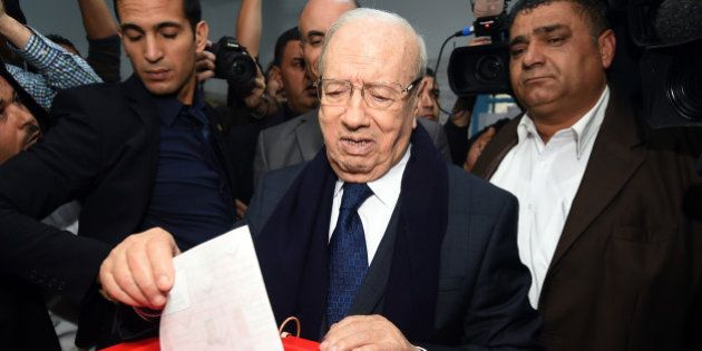 Election présidentielle en Tunisie: le camp Essebsi se dit en