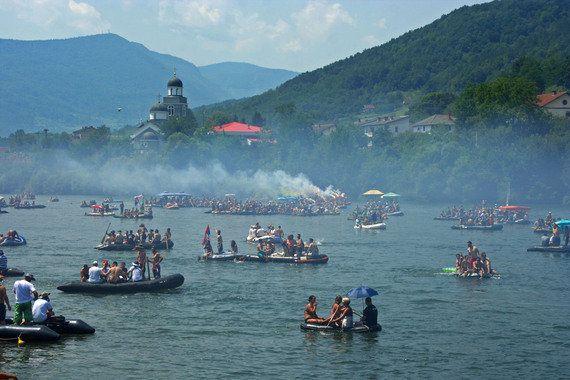 20 000 pagayeurs sur la Drina, et vous et vous et