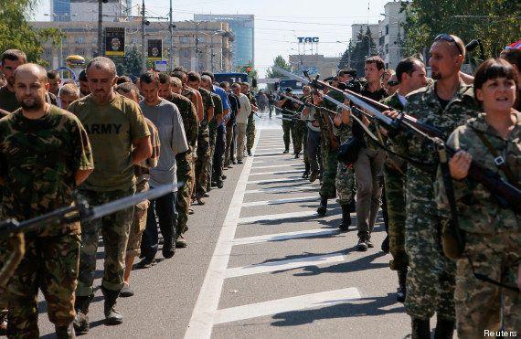 PHOTOS. L'Ukraine fête l'Indépendance en grande pompe et les pro-russes exhibent leurs prisonniers de...