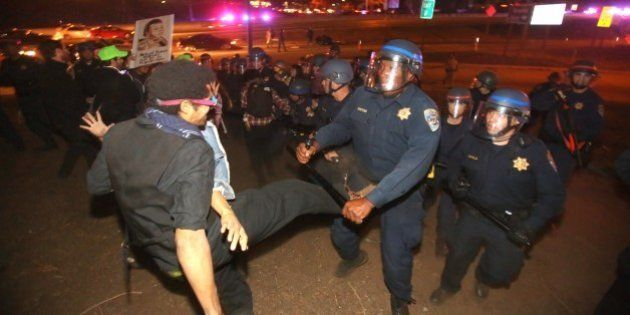 Ferguson: deuxième nuit de colère, de nombreuses manifestations à travers les