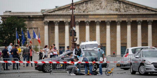 Barrage forcé place de la Concorde à Paris: deux hommes se sont rendus à la