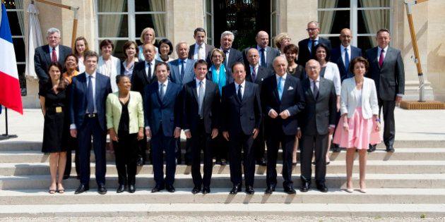 La démission du gouvernement Valls acceptée par François