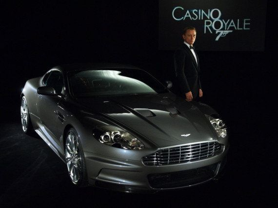 James Bond troque son Aston Martin pour une Fiat