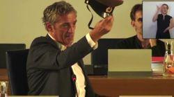 Le maire de Montpellier brandit une casquette de l'Armée rouge pour railler un élu