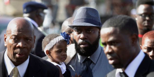 PHOTOS. Ferguson: des milliers de fidèles aux obsèques de Michael