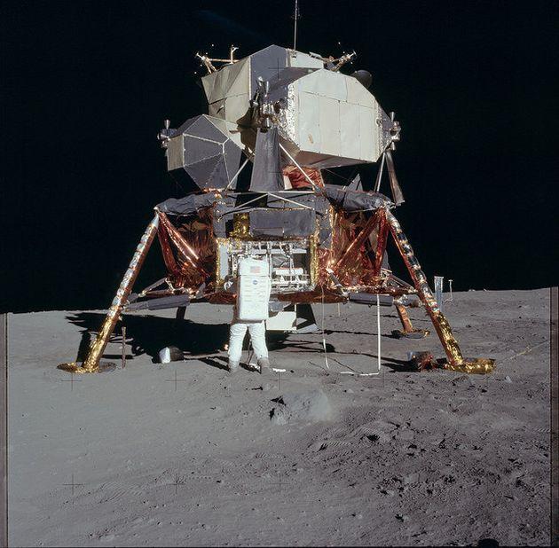 Les photos des missions Apollo recolorisées par un