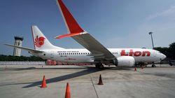 El piloto del Boeing 737 que se estrelló en Indonesia miró desesperado el manual mientras el avión