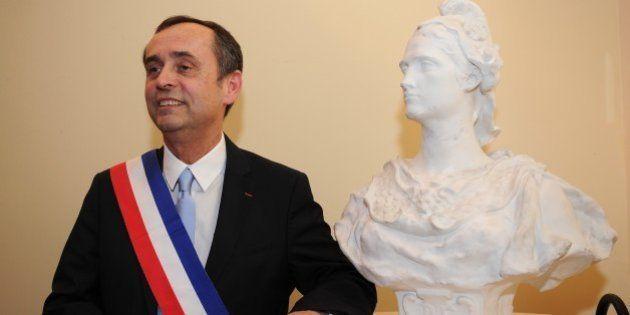 Béziers: le maire Robert Ménard prend un arrêté anti-crachats dans sa ville parce que