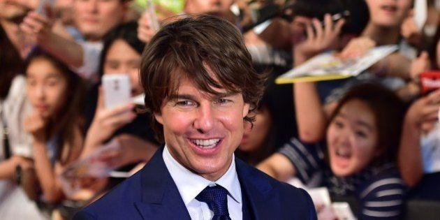 PHOTOS. Un linceul à l'effigie de Tom Cruise nu pour célébrer ses 25 années au sein de la