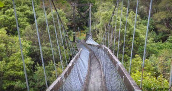 VIDÉO. Un pont suspendu s'effondre sous les pieds de randonneurs français en