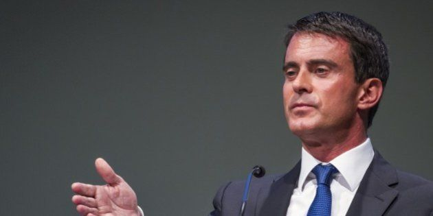 A Berlin, Manuel Valls répète (en allemand) son amour de l'entreprise et se fait applaudir par le