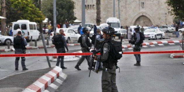 Jérusalem: un homme poignarde trois policiers israéliens avant d'être